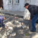 работники МКУ «УКСМПиТ» Ахтынского района провели масштабный субботник (4)